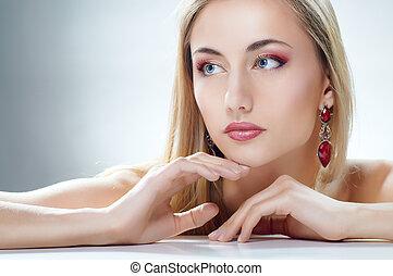 γυναίκα , κοσμήματα
