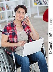 γυναίκα , μέσα , αναπηρική καρέκλα , δουλεία χρήσεως ηλεκτρονικός εγκέφαλος