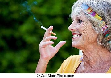 γυναίκα , μακριά , πάρκο , ατενίζω , τσιγάρο , χρόνος , κάπνισμα , αρχαιότερος