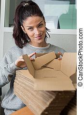 γυναίκα , με , ενισχύω , από , κουτιά