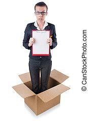 γυναίκα , με , χαρτί , βαδίζω , έξω , από , κουτί