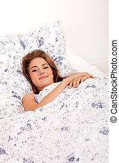 γυναίκα , νέος , κρεβάτι , πρωί , μελαχροινή , κοιμάται , κειμένος