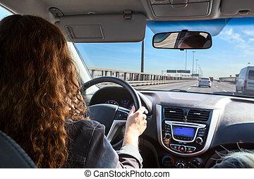 γυναίκα , οδήγηση , αυτοκίνητο , εσωτερικός , εθνική οδόs , βλέπω
