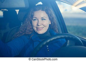 γυναίκα , οδήγηση , αυτοκίνητο , πίσω , νέος , επεξεργάζομαι , καθρέφτηs , ακριβής