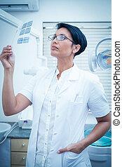 γυναίκα , οδοντίατρος , looking at ακτίνα ραίντγκεν