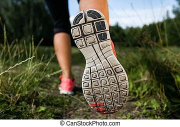 γυναίκα , παπούτσια , φύση , αναστατώνω , τρέξιμο , δάσοs