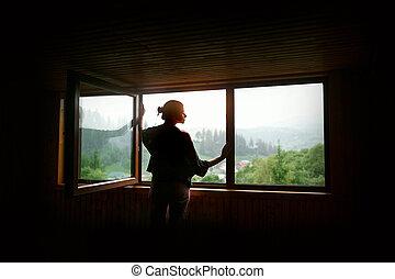 γυναίκα , περίγραμμα , διάστημα , γενική ιδέα , εδάφιο , χαλαρώνω , στιγμή , ξύλινος , παράθυρο , λιακάδα , μεγάλος , ηλιοβασίλεμα , γαλήνιος , ή , βουνά , βλέπω