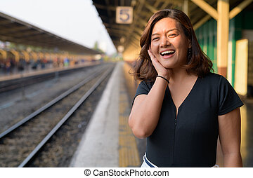 γυναίκα , περιηγητής , νέος , θέση , ασιάτης , σιδηρόδρομος , ευθυμία αίσιος
