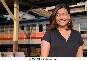 γυναίκα , περιηγητής , σκεπτόμενος , νέος , θέση , ασιάτης , σιδηρόδρομος , ευτυχισμένος