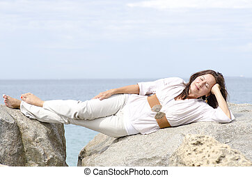 γυναίκα , χαλάρωσα , οκεανόs , ελκυστικός , ώριμος , κειμένος