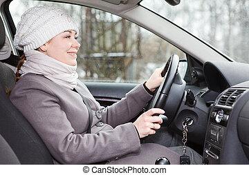γυναίκα , χειμώναs , οδήγηση , αυτοκίνητο , ατενίζω ανυπόμονος , ρούχα