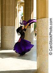 γυναίκα όρχηση , barcelona's, gaudi , flamenko, park.