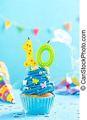 δέκατος , 10th , γενέθλια , cupcake , με , κερί , φυσώ , out.card, mockup.