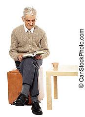 διάβασμα , γριά , βιβλίο , άντραs