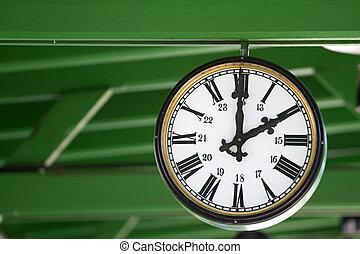διακοσμημένος , 1 , γριά , ρολόι