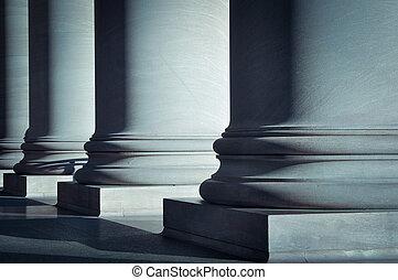 διακοσμώ με κολώνες , νόμοs , μόρφωση