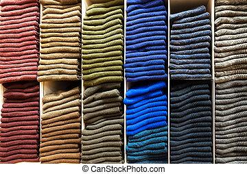 διαφορετικός , ράφια , ξύλινος , κάλτσεs , χρώμα , store., ρουχισμόs , θημωνιά
