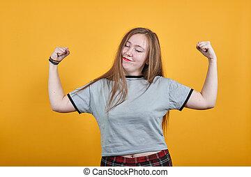 διεγείρω αίσιος , νικητήs , γυναίκα , αίρω αγκαλιά , όμορφος , χειρονομία , παρουσιαστικό
