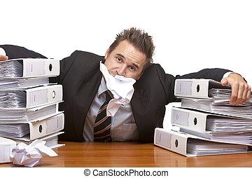δικός του , οθόνη , work., κάθονται , νέος , επιχειρηματίας , απομονωμένος , χαρτί , because, white., γραφείο , unmanageable, στόμα , έχει
