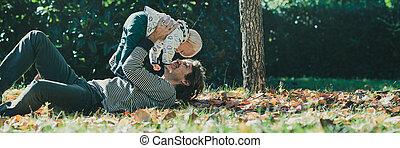 δικός του , πατέραs , νέος , υιόs , παίξιμο , ευτυχισμένος