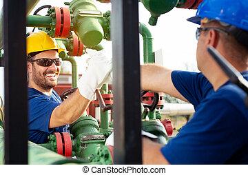 διυλιστήριο , εργοστάσιο , χημικά πετρελαίου , co-workers , εργαζόμενος