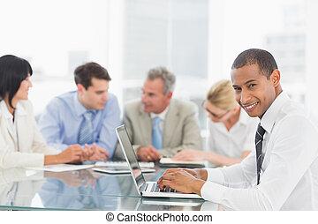 δουλεία χρήσεως laptop , επιχειρηματίας , m , κατά την διάρκεια
