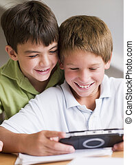 δυο , handheld , ανώριμος αγόρι , παιγνίδι , βίντεο , ...