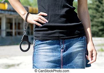 είδος μικρού αυτοκινήτου , handcuffs., γυναίκα , φούστα , κράτημα