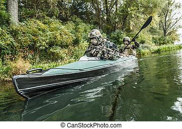 είδος ξύλινης βάρκας , militants, στρατόs