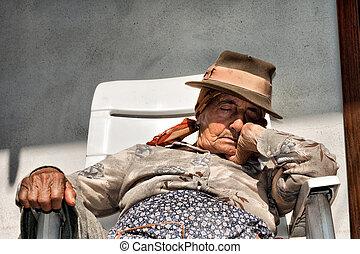 είδος χαρτοπαιγνίου , γυναίκα , ηλικιωμένος