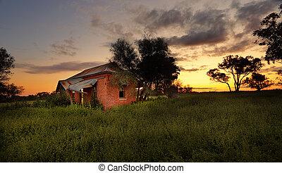εγκαταλειμμένος , αγρόκτημα εμπορικός οίκος , σε , ηλιοβασίλεμα