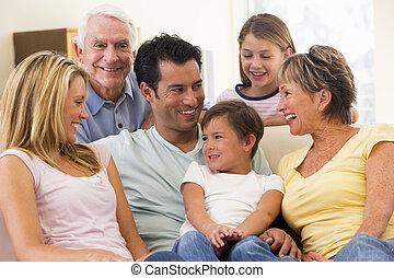 εκτεταμένη οικογένεια , μέσα , καθιστικό , χαμογελαστά