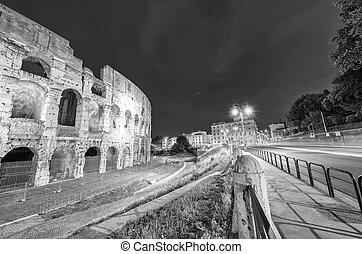 ελαφρείς , ρώμη , κολοσσαίο , νύκτα