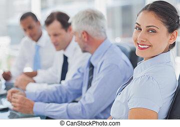 ελκυστικός , διατυπώνω , επιχειρηματίαs γυναίκα , δωμάτιο συναντήσεων