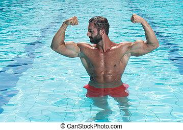 ελκυστικός προς το αντίθετον φύλον , άντραs , μέσα , ο , πισίνα
