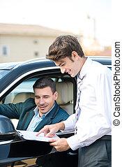 εμπορικός αντιπρόσωπος αυτοκινήτων , και , νέοs άντραs , αναχωρώ , ένα , συμβόλαιο