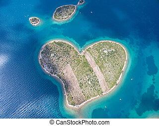 εναέρια θέα , από , άρθρο αγάπη , σχηματισμένος , galesnjak, νησί , επάνω , ο , αδριατική , coast.