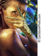 εξαίσιος γυναίκα , ακτινοβολώ , χρυσός , ανάμιξη