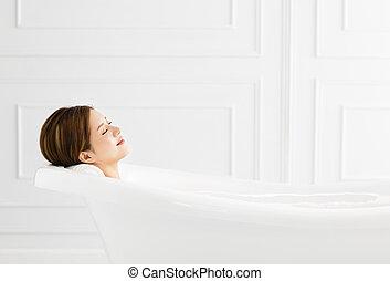 εξαίσιος γυναίκα , νέος , ανακουφίζω από δυσκοιλιότητα , μπανιέρα