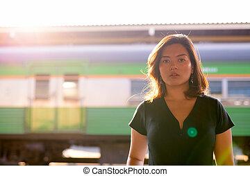 εξαίσιος γυναίκα , περιηγητής , νέος , θέση , ασιάτης , σιδηρόδρομος