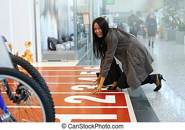 εξαίσιος γυναίκα , ψώνια , νέος , έτοιμος , entrance., γλέντι , κατάστημα