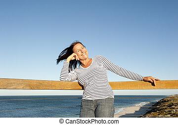 εξαίσιος γυναίκα , ώριμος , χαλάρωσα , οκεανόs , φόντο
