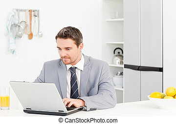 επιχειρηματίας , δούλεμα αναμμένος , δικός του , laptop