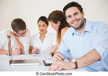 επιχειρηματίας , δωμάτιο συναντήσεων , ευτυχισμένος