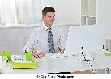 επιχειρηματίας , ηλεκτρονικός υπολογιστής , εργαζόμενος
