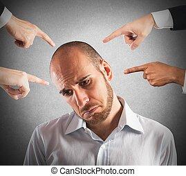 επιχειρηματίας , κατηγορούμενος