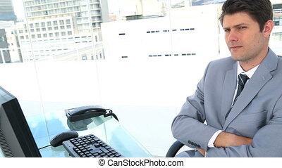 επιχειρηματίας , νεύση , δικός του , κεφάλι , in front of , δικός του , ηλεκτρονικός υπολογιστής