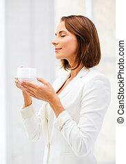 επιχειρηματίαs γυναίκα , καφέs , γραφείο , κύπελο