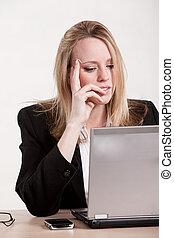 επιχειρηματίαs γυναίκα , ξανθομάλλα , thirties , ελκυστικός , καυκάσιος
