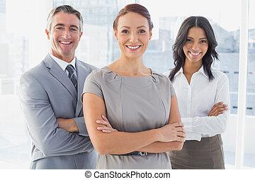 επιχειρηματίαs γυναίκα , χαμογελαστά , αγκαλιάζω αγκαλιά